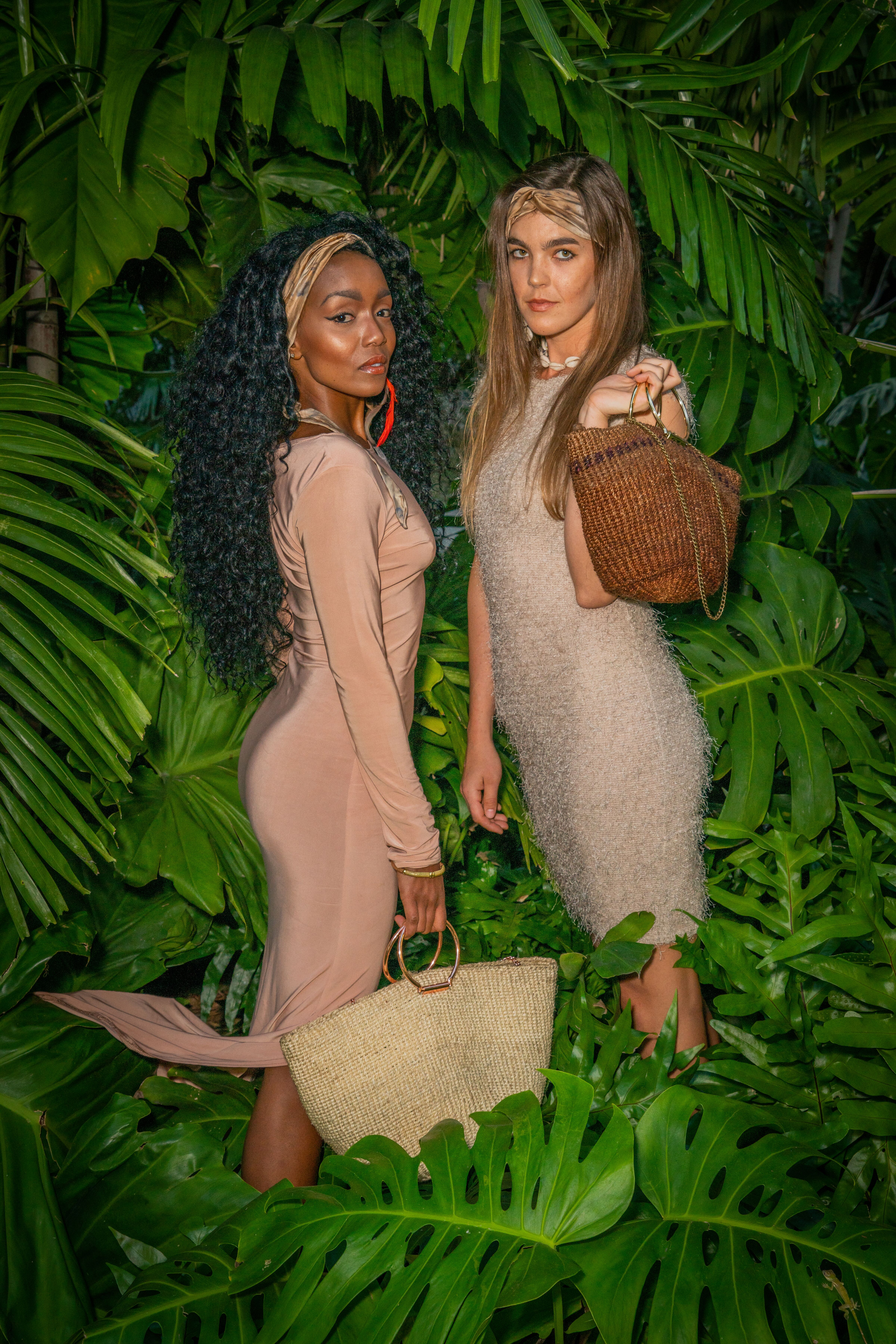 Vicky and Sanna in Miami showing bags